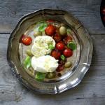 Büffelmozzarella mit Oliven & Tomatenrelish